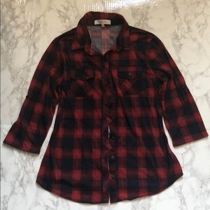 Plaid shirt 3/4 sleeve but can be adjusted.